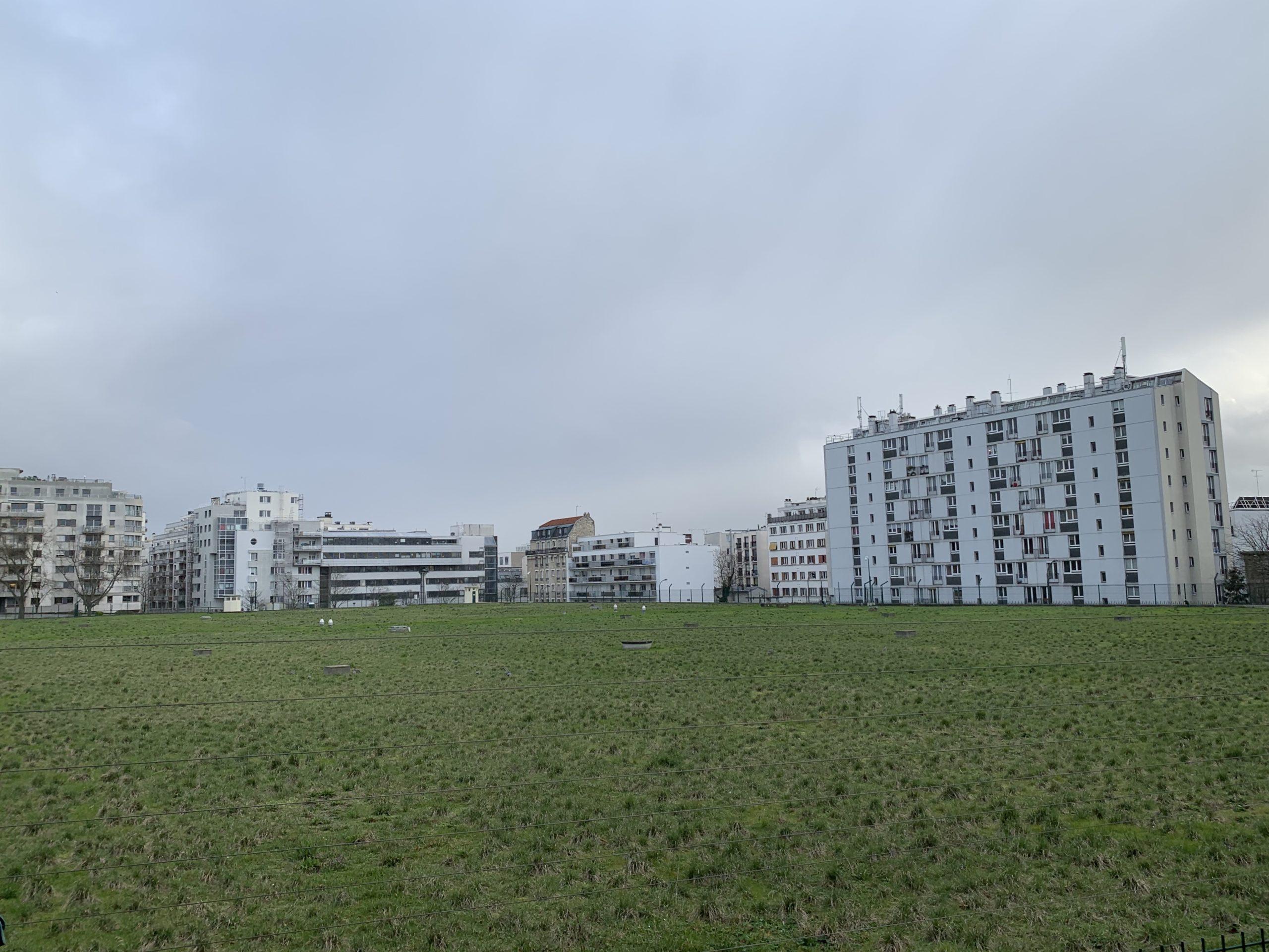 Une prairie en plein Paris : le réservoir d'eau de Ménilmontant