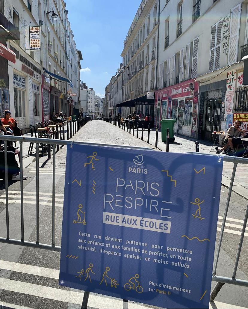 """Des """"rues aux écoles"""" deviennent piétonnes pour lutter contre la pollution"""