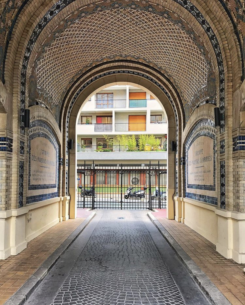 L'incroyable porche en mosaïque du Groupe des Maisons Ouvrières (rue d'Annam)