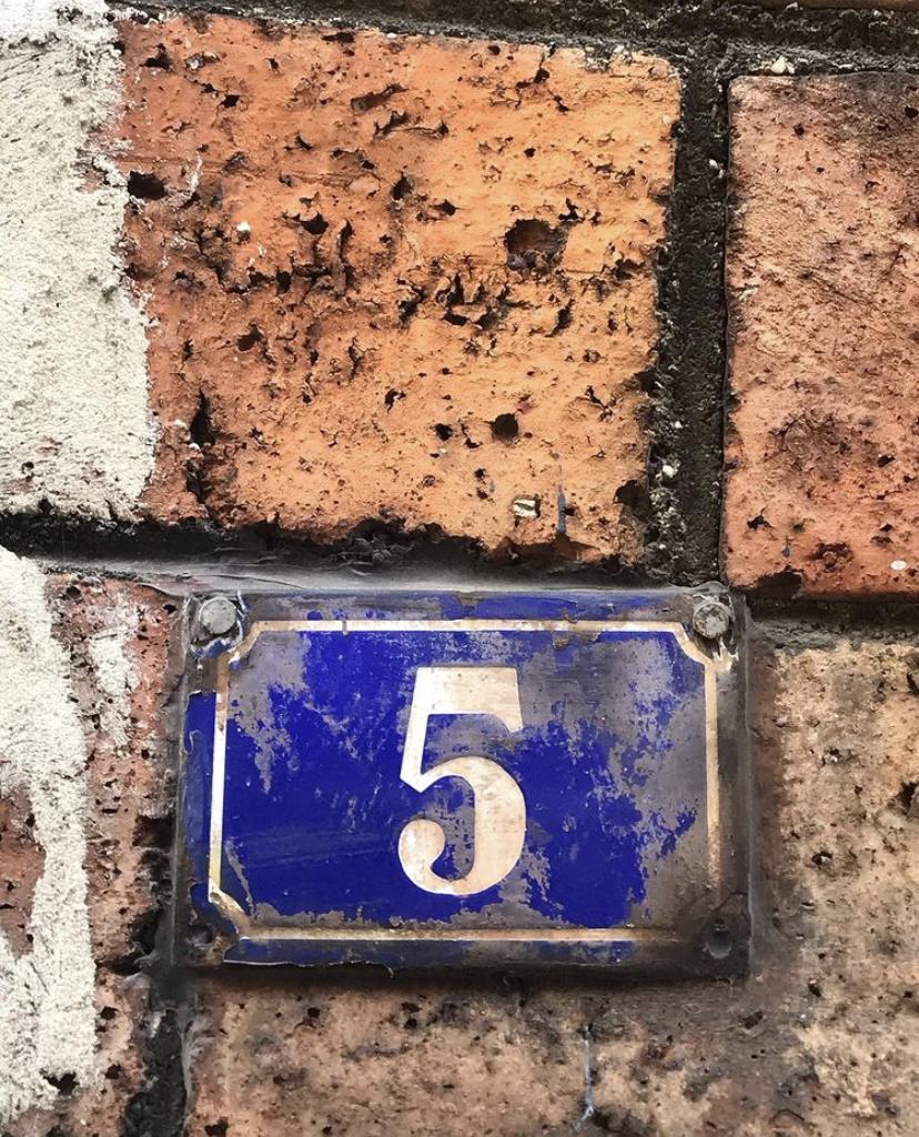 Promenade confinée : quand les numéros de rue font office de calendrier de l'Avent