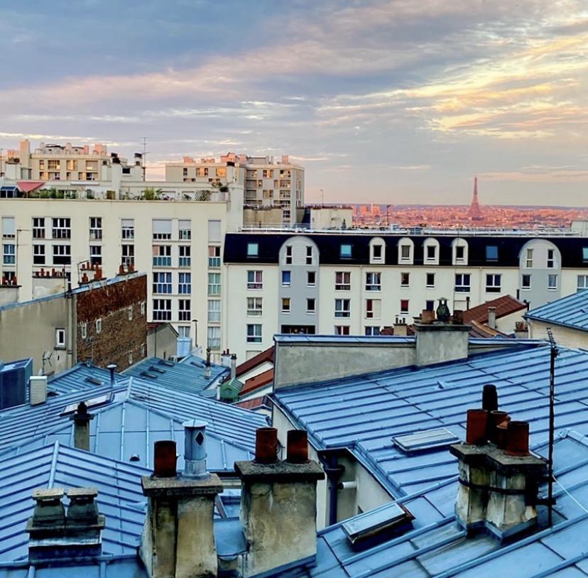 Rue Laurence Savart : une kitchenette avec vue sur la tour Eiffel