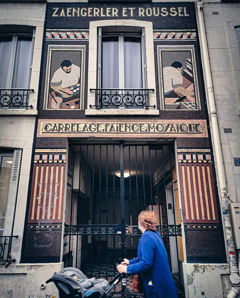 Zaengerler et Roussel : la façade en mosaïque à ne pas rater Cours de Vincennes