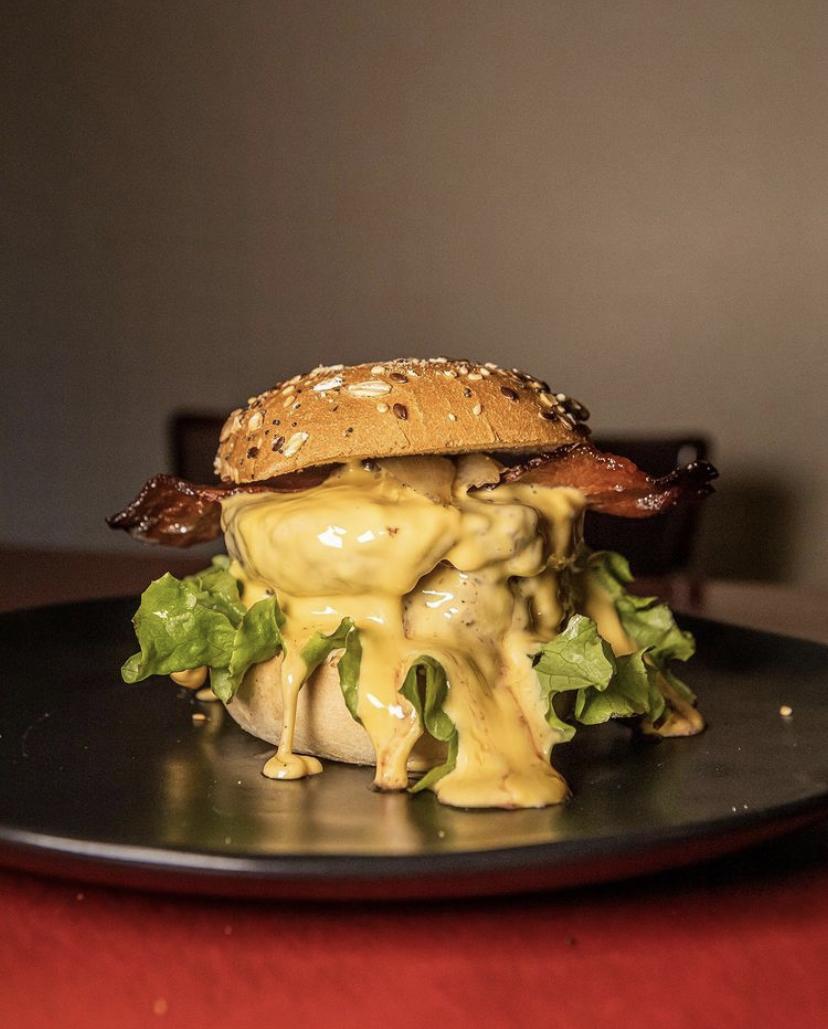 Peaky burgers : des recettes dégoulinantes de sauces et de fromage