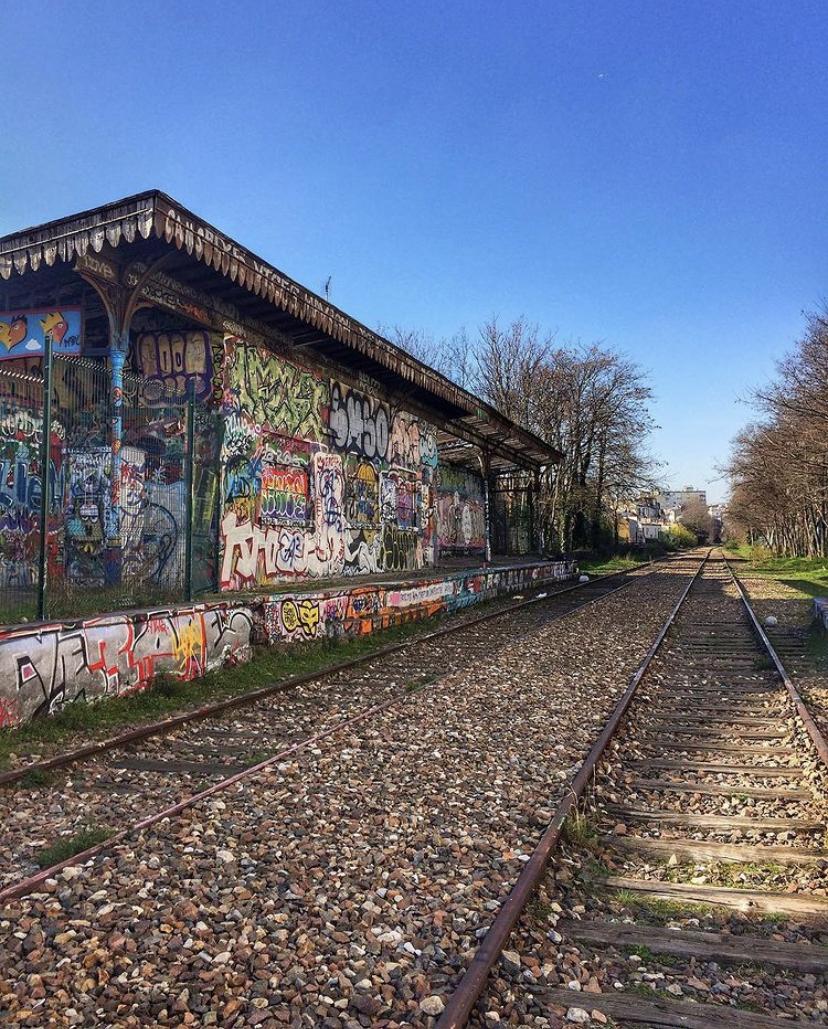 Petite-Ceinture : la gare d'Avron réinvestie par les street-artistes