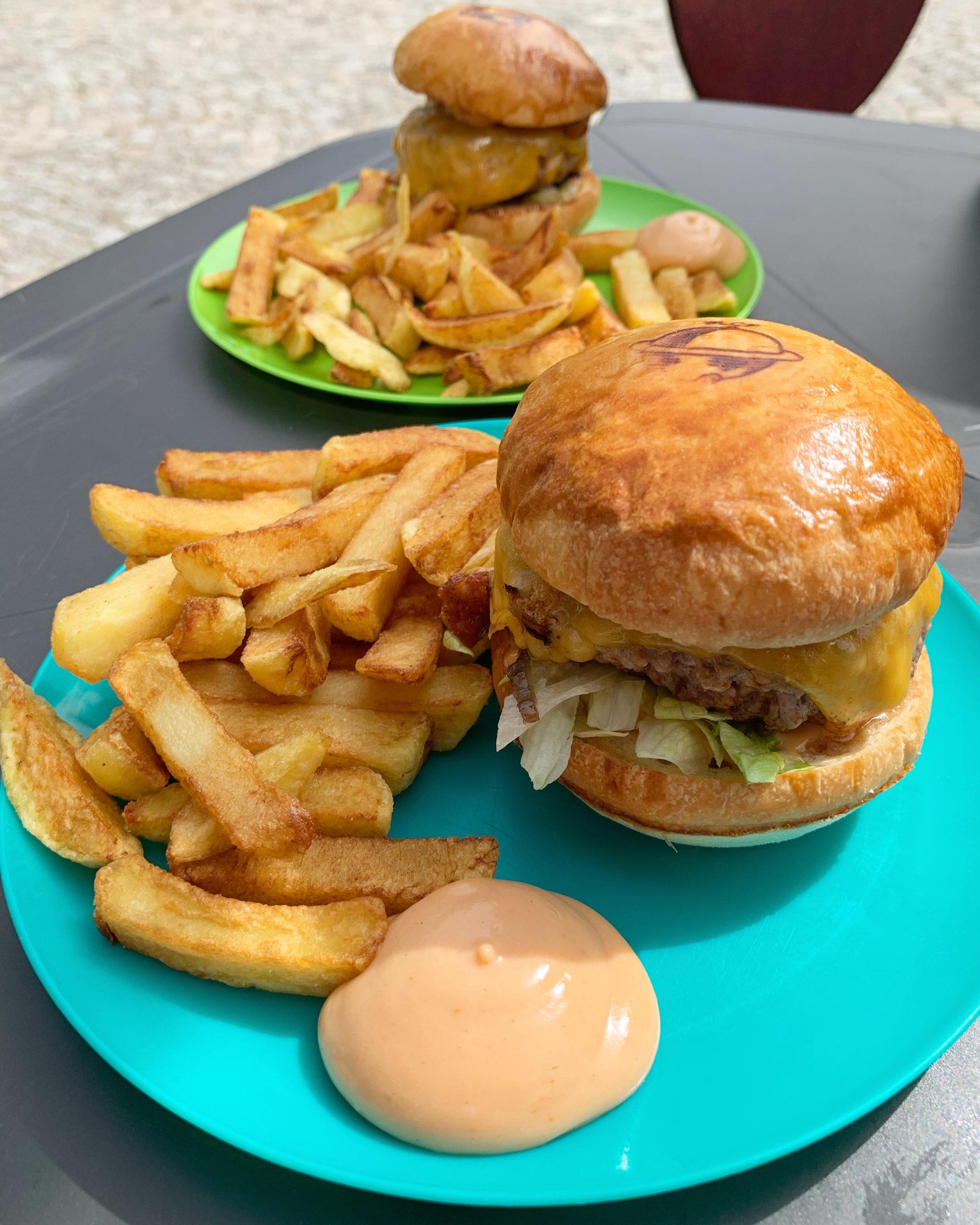 """Burgers du monde : """"La Caravane passe"""" s'installe au SuperCafé"""