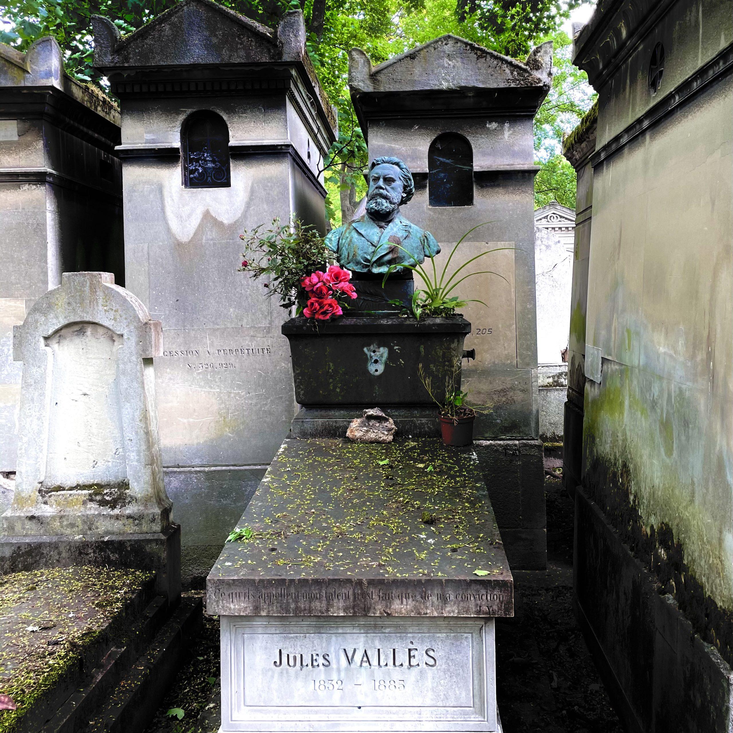 Père Lachaise : grâce à une appli, on se balade au milieu des tombes communardes