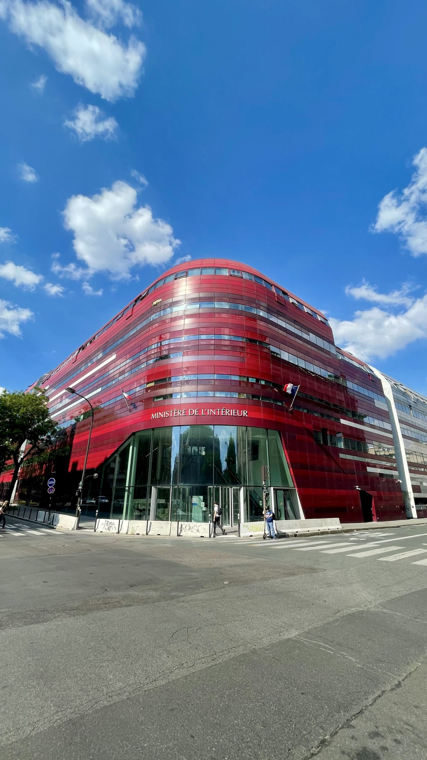 Immeuble Le Garance (rue des Pyrénées) : le très/trop design ministère de l'Intérieur