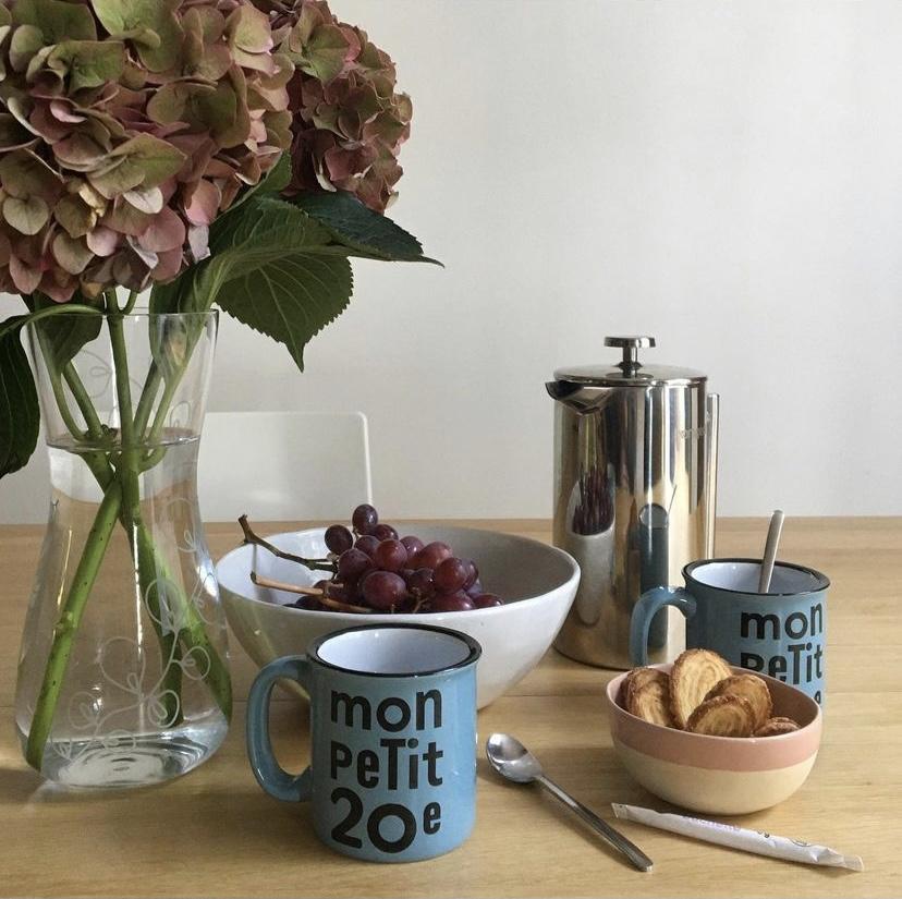 Où trouver les mugs Mon Petit 20e ?