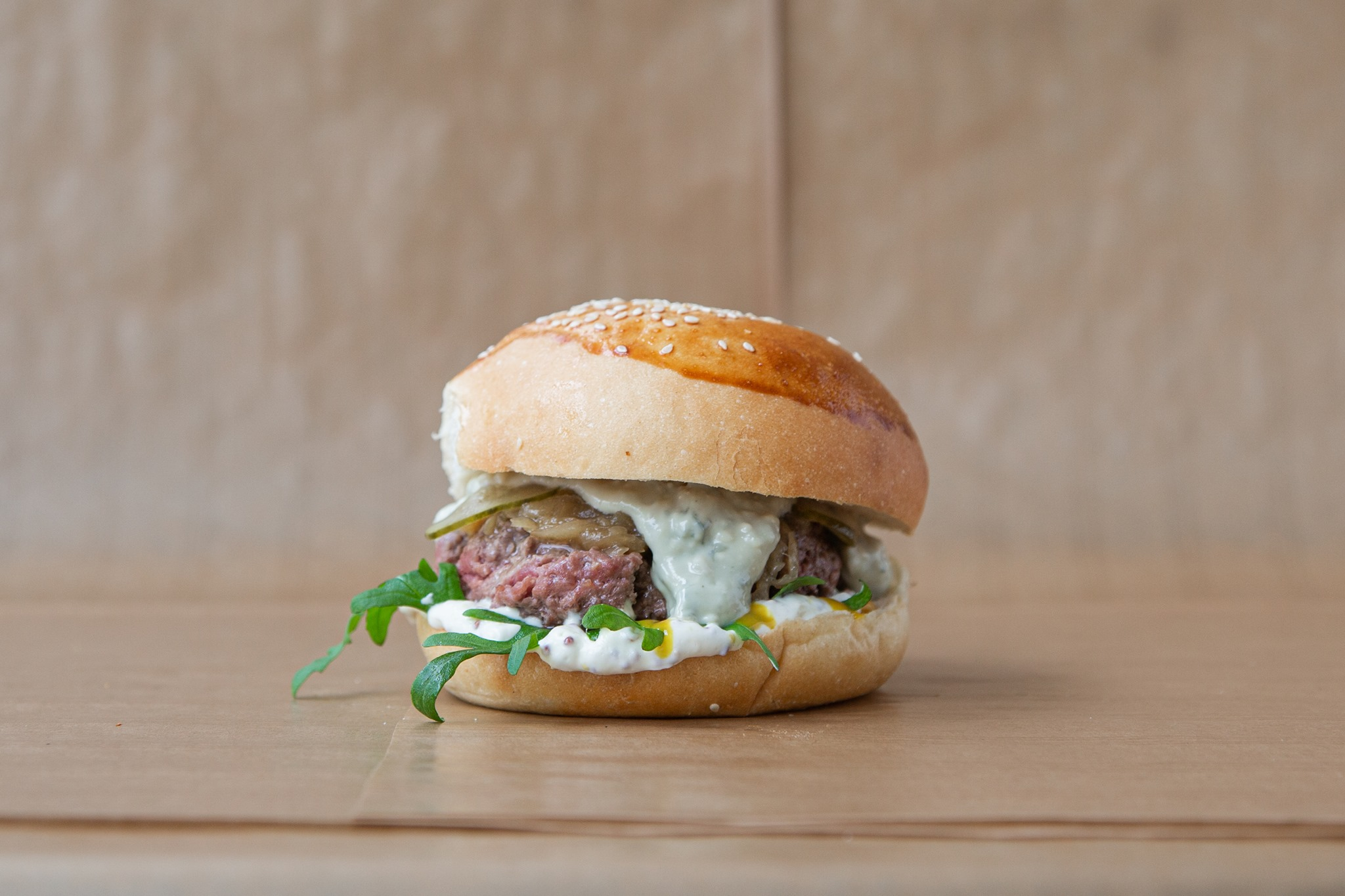 Avec Amour-Le burger : de la générosité made in Belleville